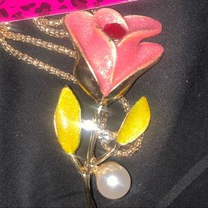 Shiny pink crystal pearl pendant brooch chain